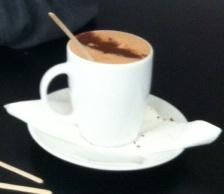 Varm chokolade på Emmerys - dyrt, men dejligt
