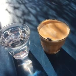 Kaffe på Islands Brygge i morgensolen