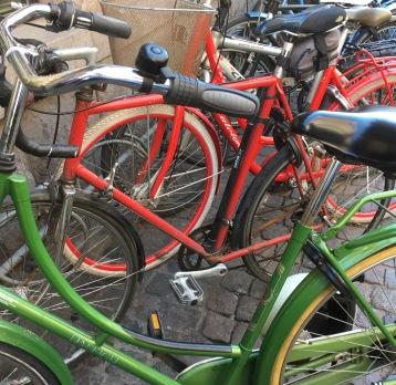 Cykler i cykelstativ i Vestergade